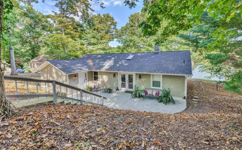 For Sale: Beautifully Remodeled Ranch & Guest Cottage on Smith Mountain Lake